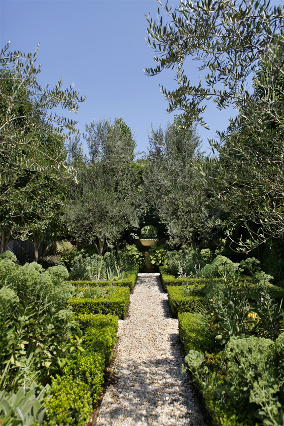 formal gardens bookazine - ian barker gardens