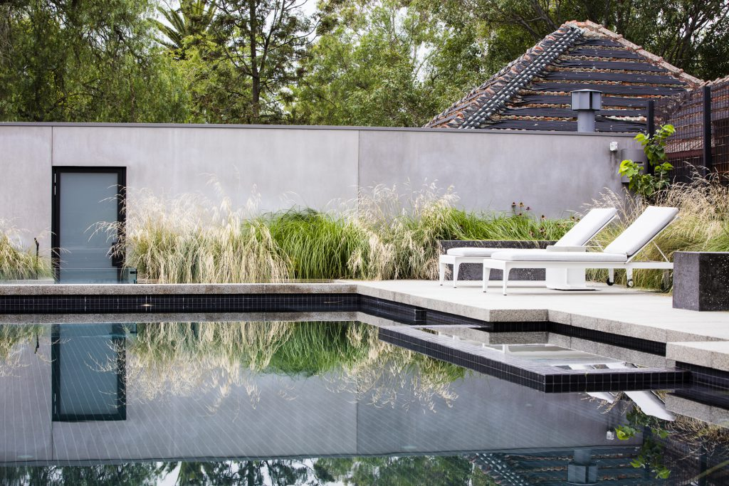 Contemporary rear garden design at Camberwell project by Ian Barker Gardens