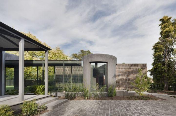 Rob Mills Architecture featured in Ian Barker Gardens, Garden Notebook Edition 32